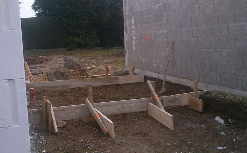 Schalung des Fundaments für den Abstellraum